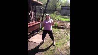 Бабуля отжигает под Лепса