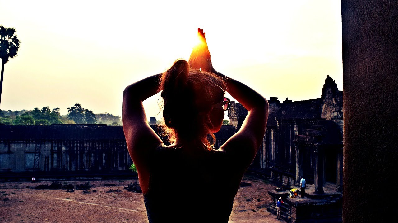 SUNSET AT ANGKOR WAT - IS IT BETTER THAN SUNRISE? | Daily Travel Vlog 85, Cambodia