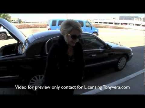 Joan Rivers Talks about Paris Hilton Lindsay Lohan Amanda Bynes and gays at LAX
