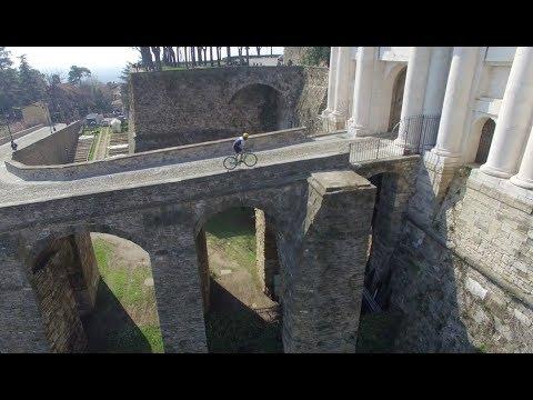 Travel in Italy (Bergamo walls)