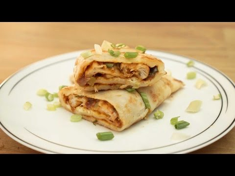 Jianbing 煎餅 Chinese Breakfast Crepes