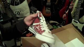 EVH Van Halen frankenstrat shoes from Van Halen Store - UNBOXING video.