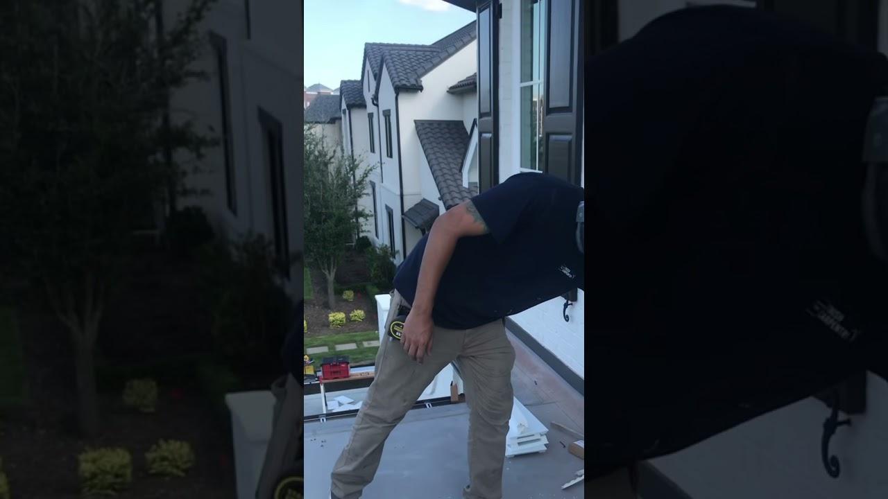 Master Carpenter shows off extreme skills #shorts