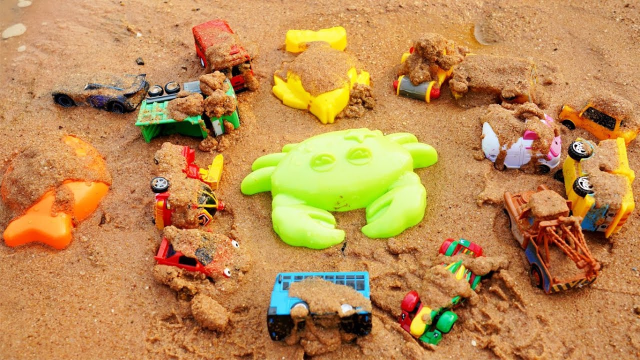 Digging & Cleaning Tayo Little Bus, Robocar Poli, Disney Cars 3 Toys, Crabs, Fish in River Side