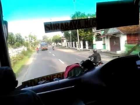 Supir Bus Berumur 75 Tahun Jago Ngebut Dijalanan.