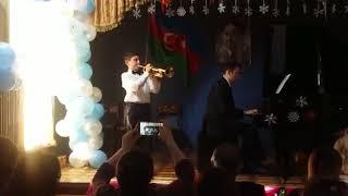 Новогодний концерт.  «Три белых коня» из фильма «Чародеи» Е.Крылатова . Бабаев Швмиль  10 лет.