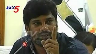 MP Balka Suman Serious Warning To Govt Officers   Protocol Issue   TV5 News