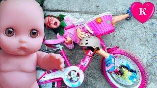 Дочки матери Бабушка УЧИТЬСЯ КАТАТЬСЯ НА  ВЕЛОСИПЕДЕ  Мультик с куклой