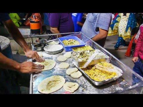DELICIOUS AMRITSARI KULCHA - The REAL Taste of PUNJABI STREET FOOD