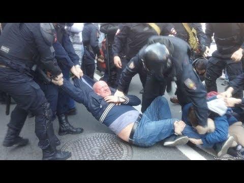 Задержаны и избиты. В Петербурге жестко разогнали согласованное шествие оппозиции