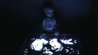 Рисование песком. Домашний урок для ребенка 4 лет.
