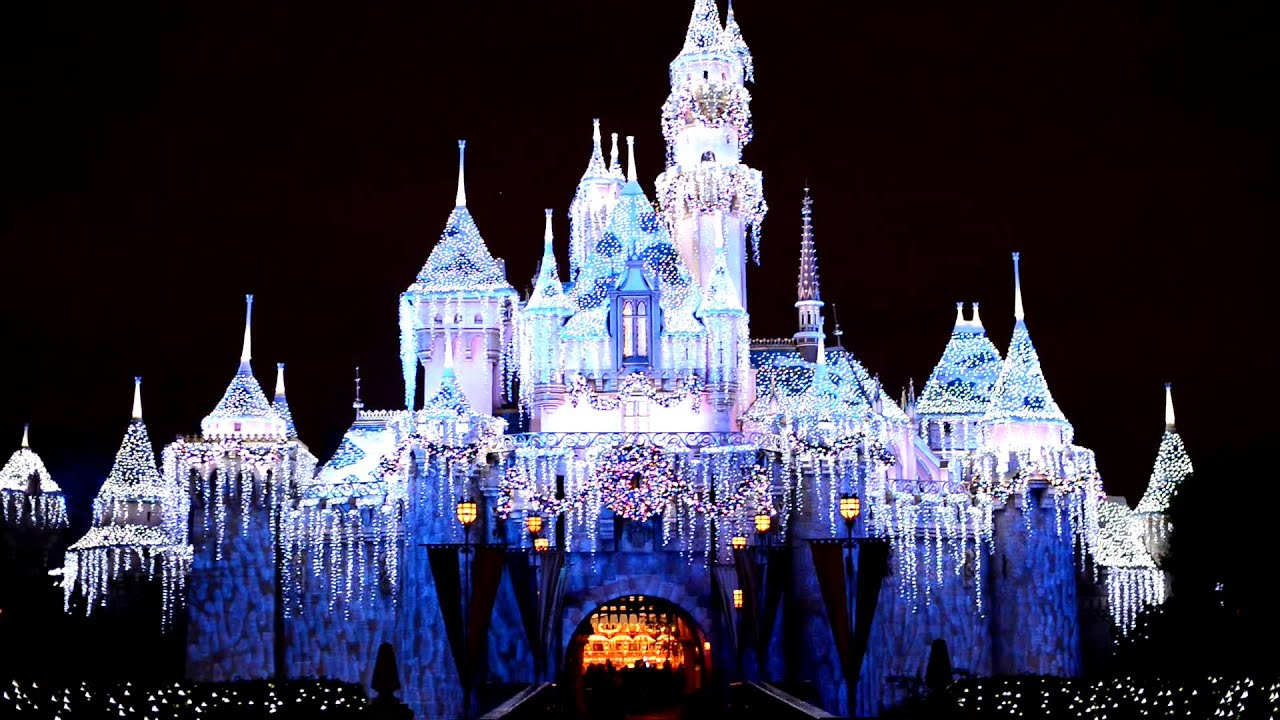 Nikon D800 - Disneyland Sleeping Beauty Castle Holiday Lights ...