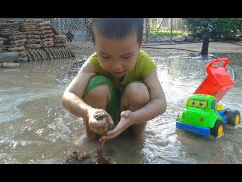 Xe tải chở cát dưới nước | trò chơi nặn đất