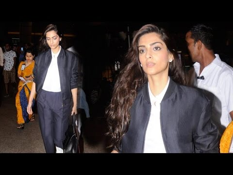 Sonam Kapoor Spotted At The Airport