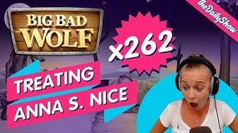 BIG BAD WOLF treating Anna S. nice 🐺 🐺 🐺 x262