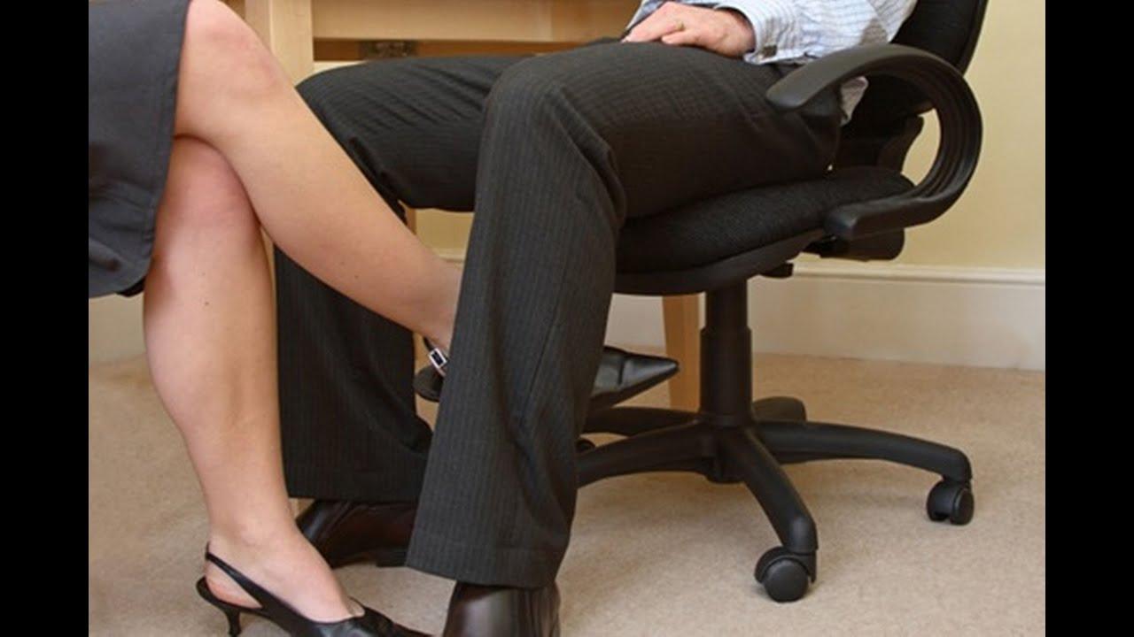 Зрелая дамочка у себя в офисе с сотрудниками трахается — 1