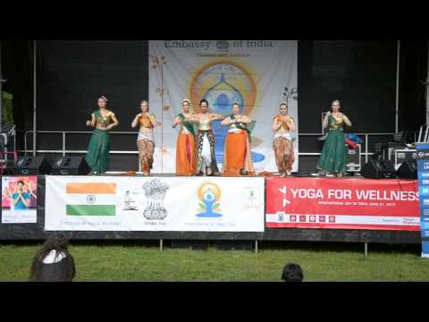 Kke performing at the international day of yoga in helsinki