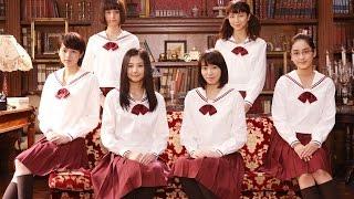 秋吉理香子の小説を基にしたミステリー。ある生徒の謎めいた死で動揺が...
