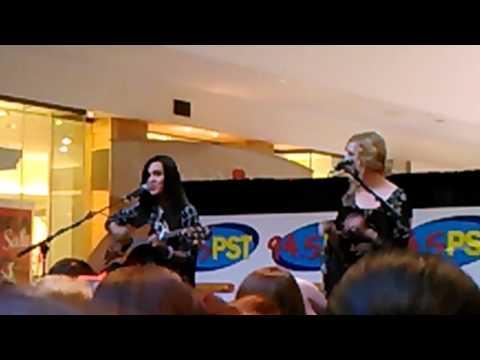 "Megan & Liz ""Like I Would"" Live"