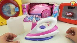 Утюг - игровой набор для девочек. Игрушечная бытовая техника / Iron - a game set for girls(Познавательное видео для детей. Обзор и распаковка игрушки - Утюг