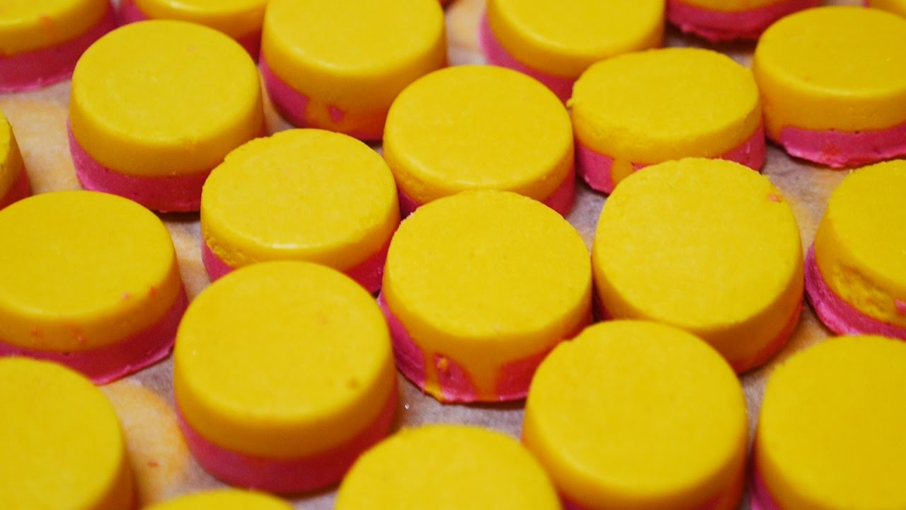 Lush How It's Made: Mmmelting Marshmallow Moment Luxury Bath Oil
