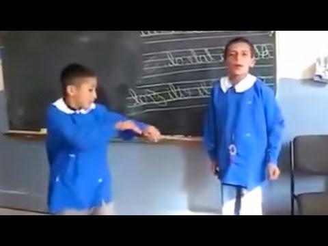 şarkı söyleyen çocuklar süper komik