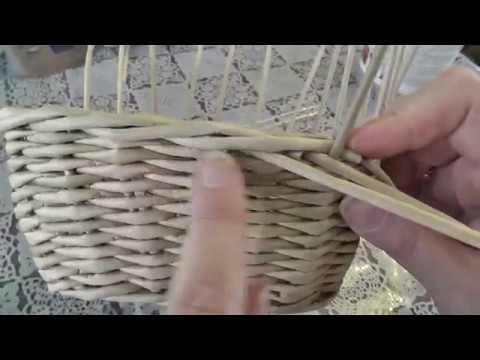 Как закончить плетение из газетных трубочек