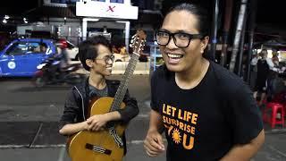Video Pengamen Difabel Kena sawer 2 Juta - Bawa Lagu Samsons Tuhan Tak Pernah Salah - Suaranya Merdu Bgt!! download MP3, 3GP, MP4, WEBM, AVI, FLV Juni 2018