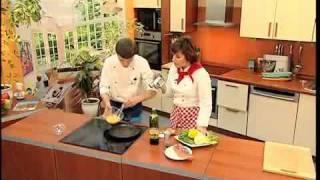 Видео рецепт Салат с лапшой из омлета