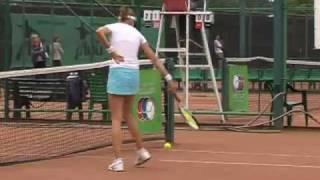 Юная теннисистка берет пример с Марии Шараповой