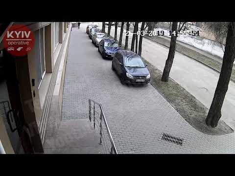 Разбил стекло, чтобы украсть видеорегистратор