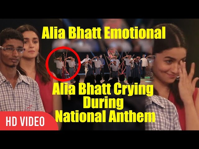 Alia Bhatt Emotional During National Anthem | Alia Crying | NDTV Banega Swachh India 2017