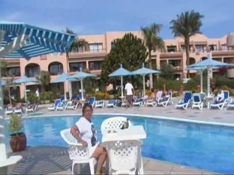 Египет. Хургада. отель Али Баба. Бар у бассейна.