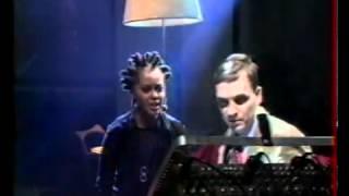 joy malcolm & Waldeck   Defenceless NPA live, 25 11 1998