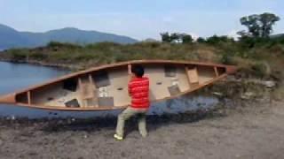 カナディアンカヌーを担ぐ方法です コツは、首にしっかりヨークをかける...