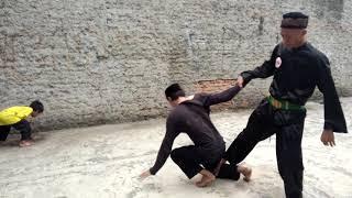 Beksi Seroja H. Hasbullah pim. Bang Pancanur Memberikan sekilas gerakan yg sangat berbahaya