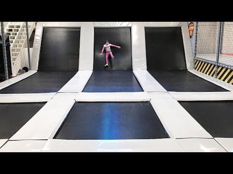 VLOG • SAUT DE 3 MÈTRES AU TRAMPOLINE PARK EN HOLLANDE - Studio Bubble Tea sport