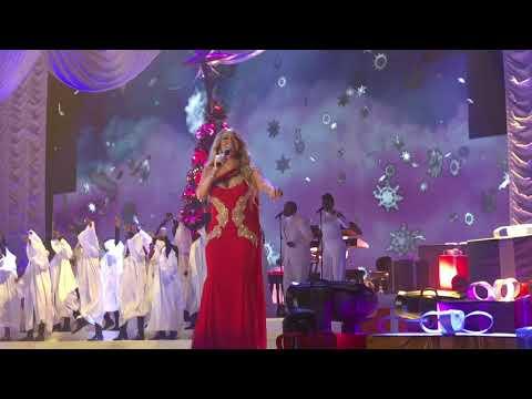 ( HD ) Mariah Carey Christmas live Paris 2017 - Joy to the world