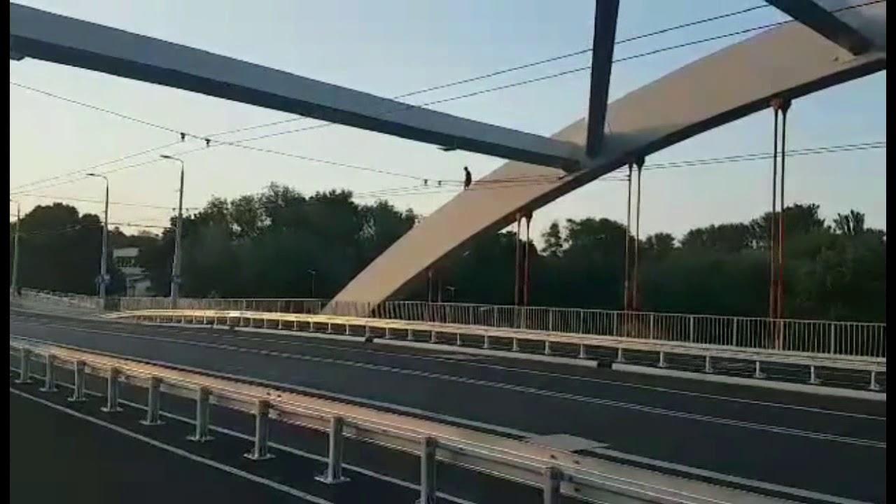 Lublin. Ryzykowny spacer po konstrukcji mostu 700-lecia