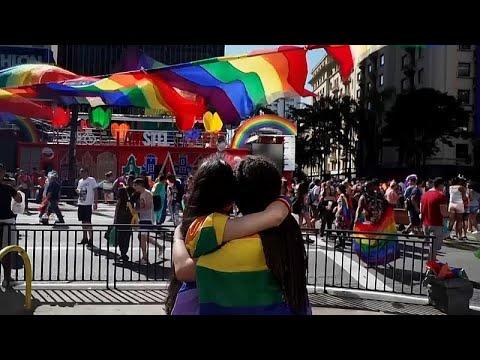 شاهد: آلاف المثليين يمشون في مسيرة حاشدة في ساو باولو البرازيلية…  - نشر قبل 2 ساعة
