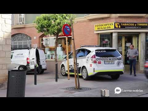 VÍDEOS: Cortan el agua al edificio ocupa en calle Mediabarba. Los vecinos denuncian daños por los enganches ilegales