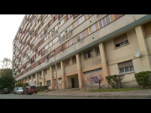 euronews reporter - French suburbs 30 years of tensions