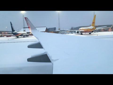 SNOWY 737-800 Takeoff
