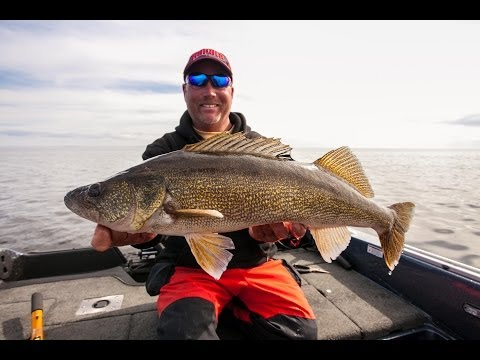 Post-Spawn Rippin' Rap Walleye, Green Bay, WI - In-Depth Outdoors TV Season 8, Episode 23