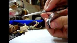 видео Замена стекла на наручных часах Candino | Стоимость изготовления стекол для часов в СПб