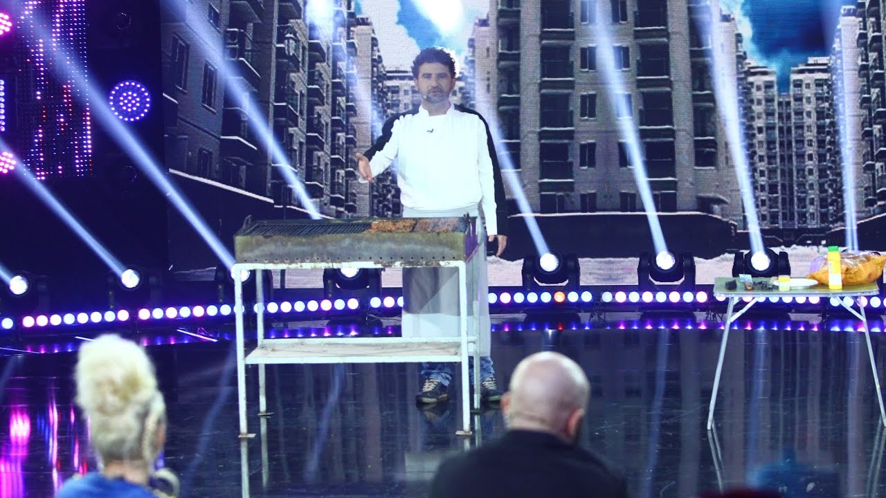 """Gabriel Costan, cel mai tare concurent de la """"iUmor""""! A încins un grătar plin cu mici în platou!"""