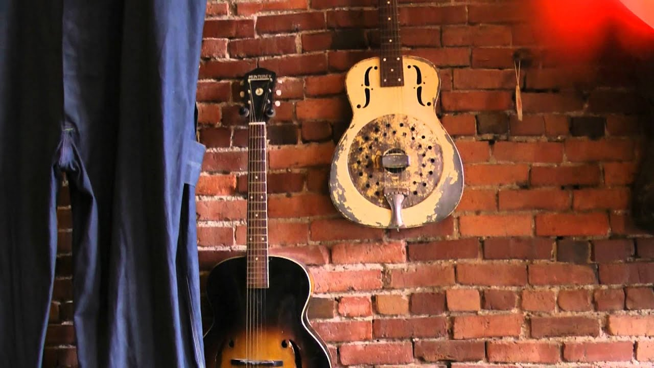vintage guitars at antique archaeology american pickers store in nashville tn youtube. Black Bedroom Furniture Sets. Home Design Ideas