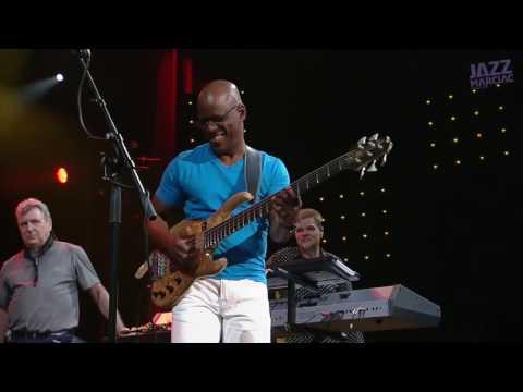 Watch Scott Ambush's amazing solo with Spyro Gyra using his U-Retro Deluxe preamp