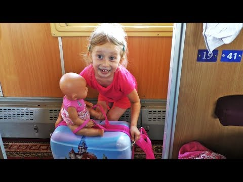 Putovanje vozom: Otvaranje KINDER JAJA i POZDRAVI za subove / Train Traveling: Opening Surprise Eggs