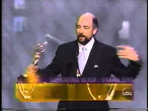 Richard Schiff wins 2000 Emmy Award for Supporting Actor in a Drama Series